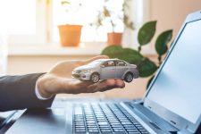 Assurance voiture en ligne © Shutterstock