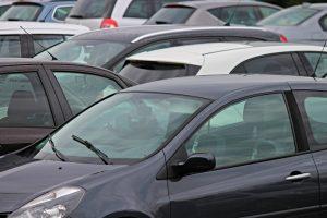 Parking automobile - Manfred Richter - Pixabay