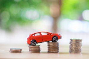Assurance auto + argent © Shutterstock