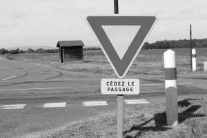 Panneau Cédez le passage © Wikimedia Commons
