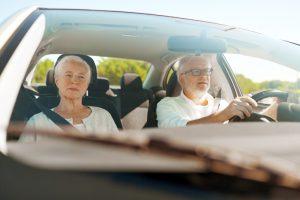 Retraités au volant © Shutterstock